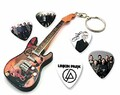 We Love Guitars Linkin Park Chester Bennington WKC 1 Mini-Porte-clés de Guitare et 5 X médiators